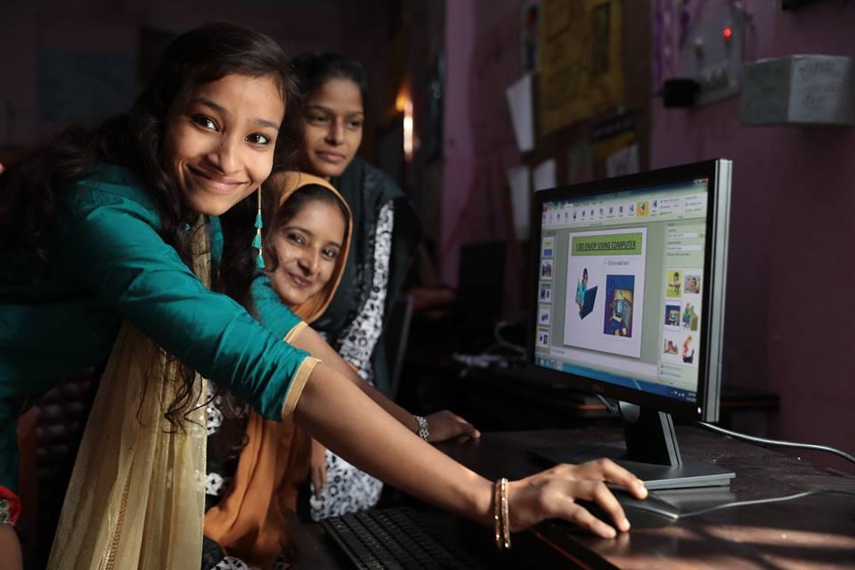 social business - girls using technology