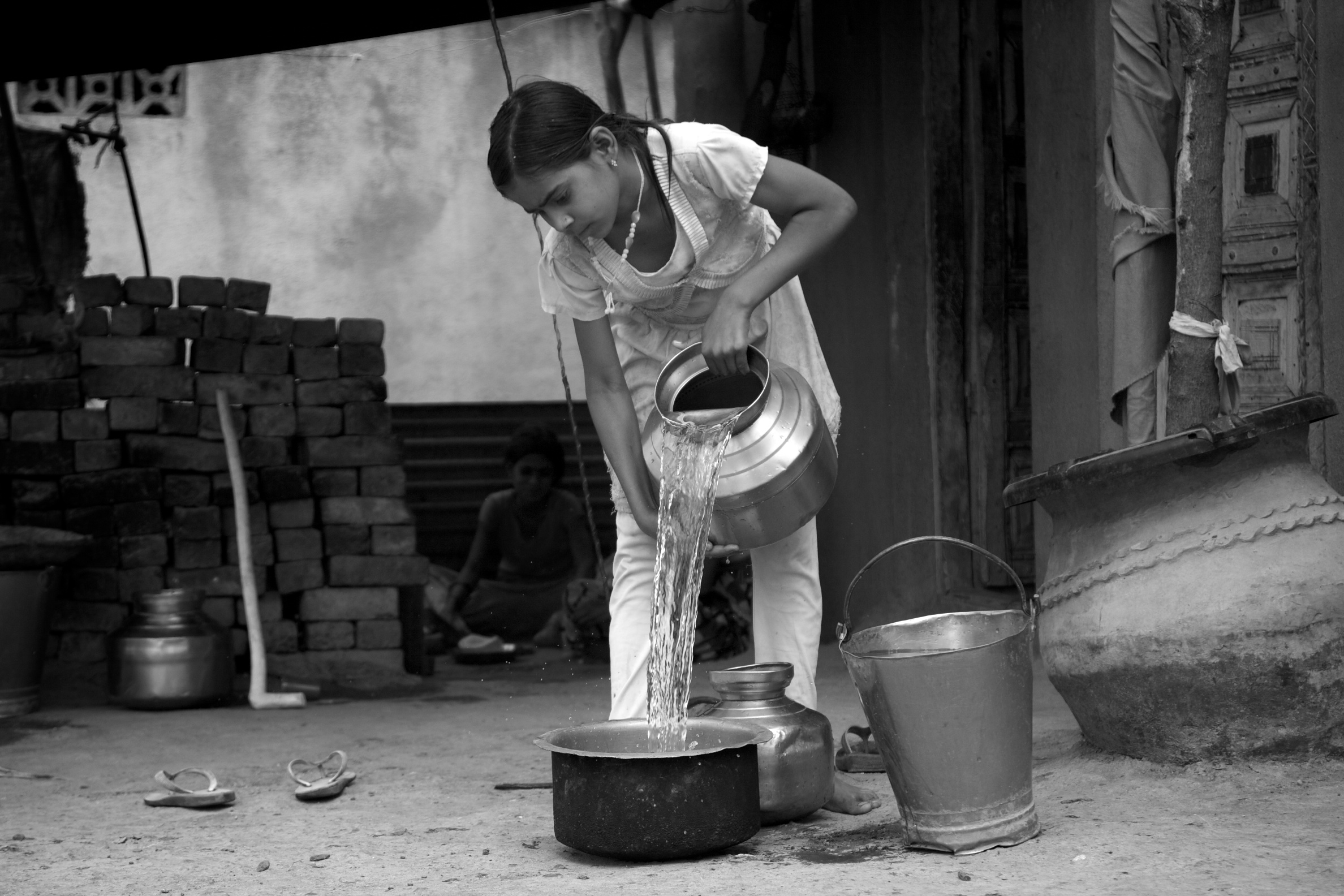 Indian girl pouring water_water scarcity_ASwaminathan