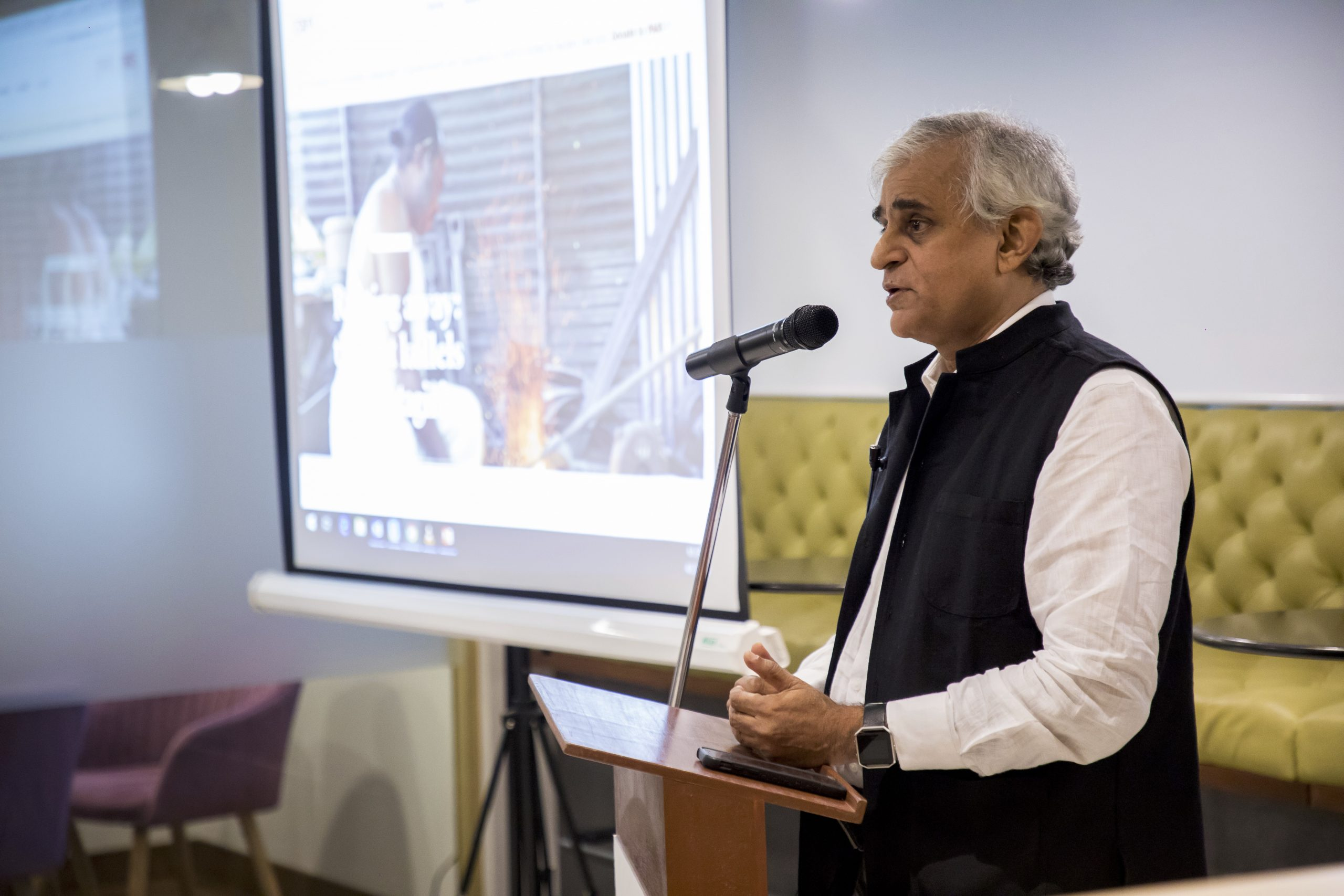 P Sainath giving a talk on India's agrarian crisis, water scarcity, and farmer suicides - India Development Review IDR - Photo courtesy: Dextrus