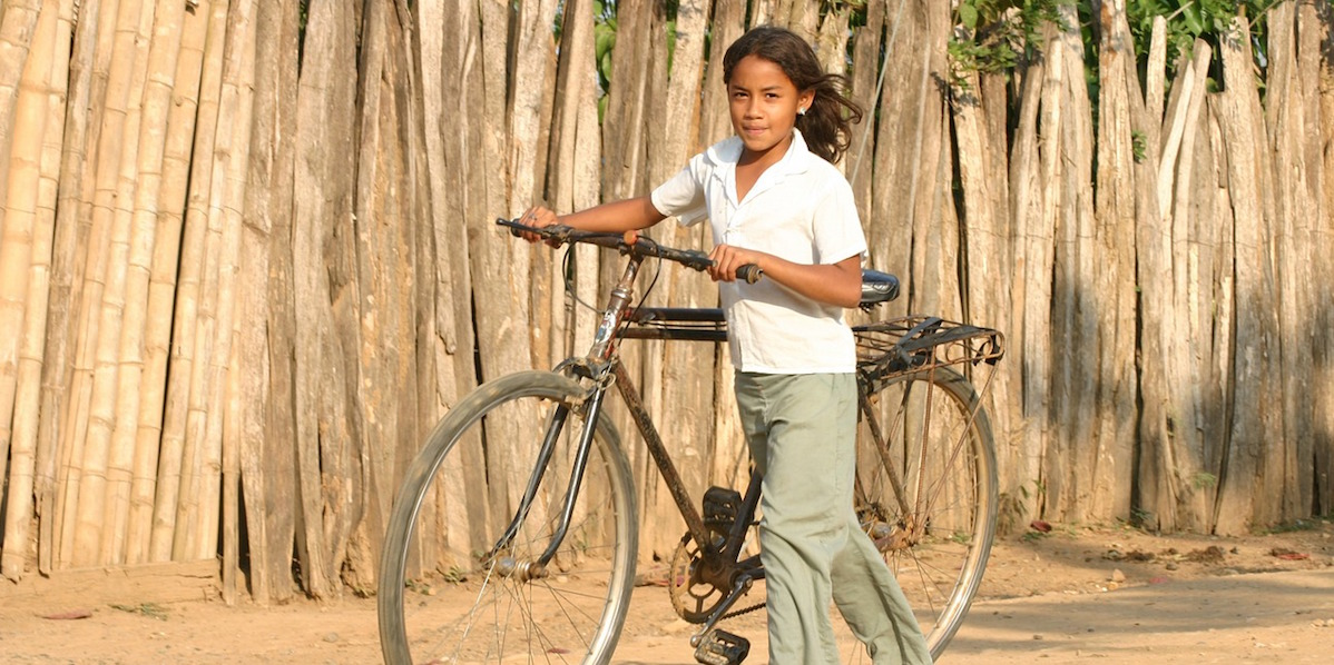 A child standing with a cycle