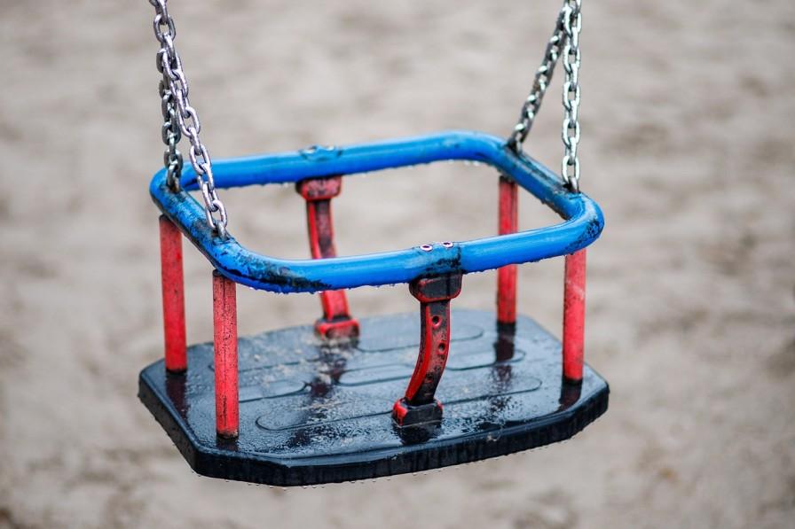 Empty swing_Needpix.com