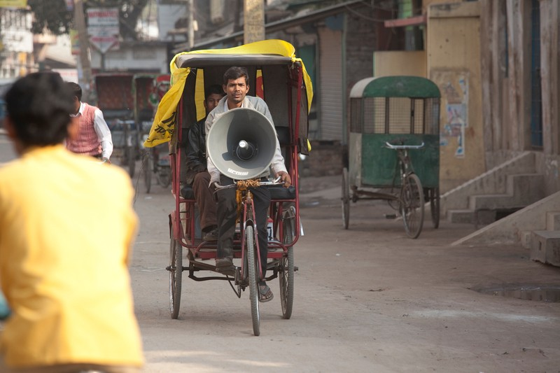 announcement on a rickshaw in a village_covid_coronavirus