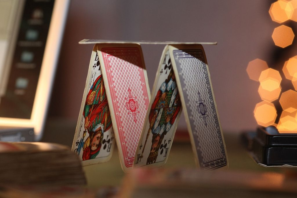 cards tower_impact bonds_pxhere