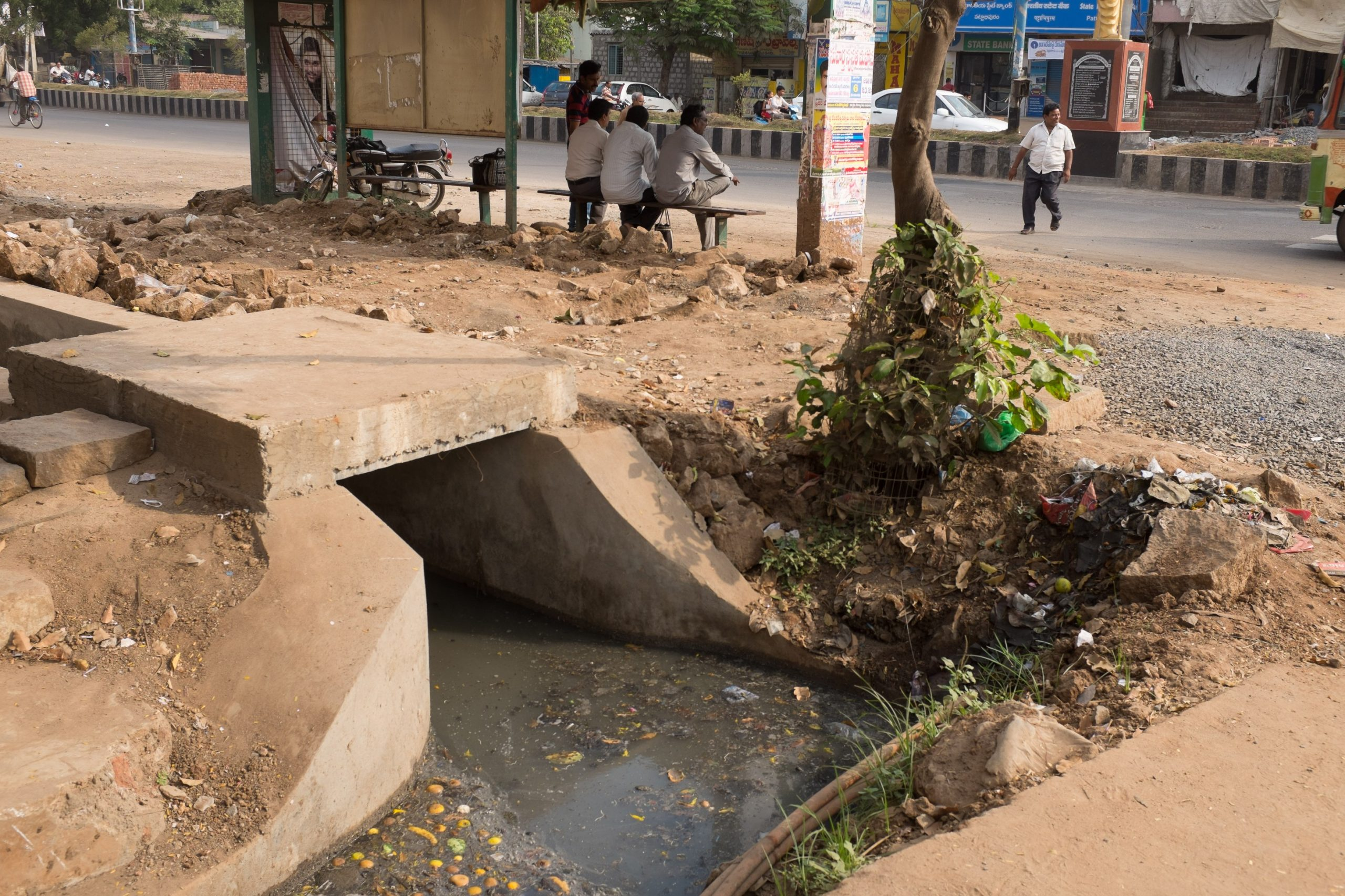 Open drain in the city_sanitation workers_epw