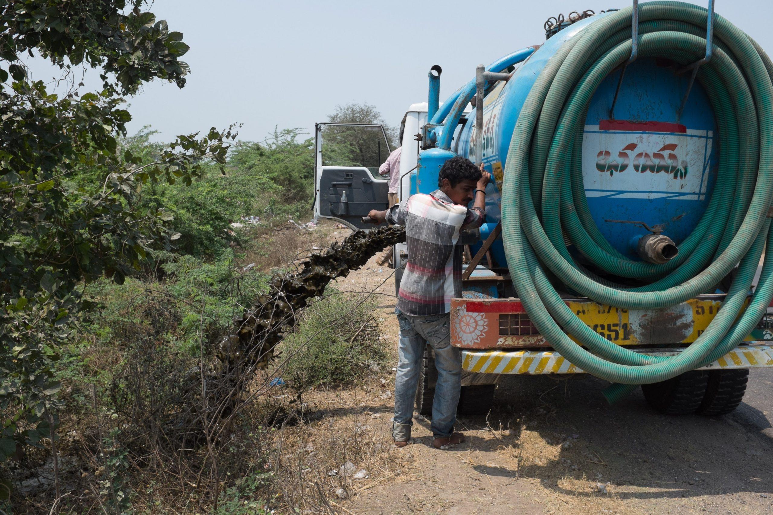 Drain faecal sludge outside city_sanitation workers_epw