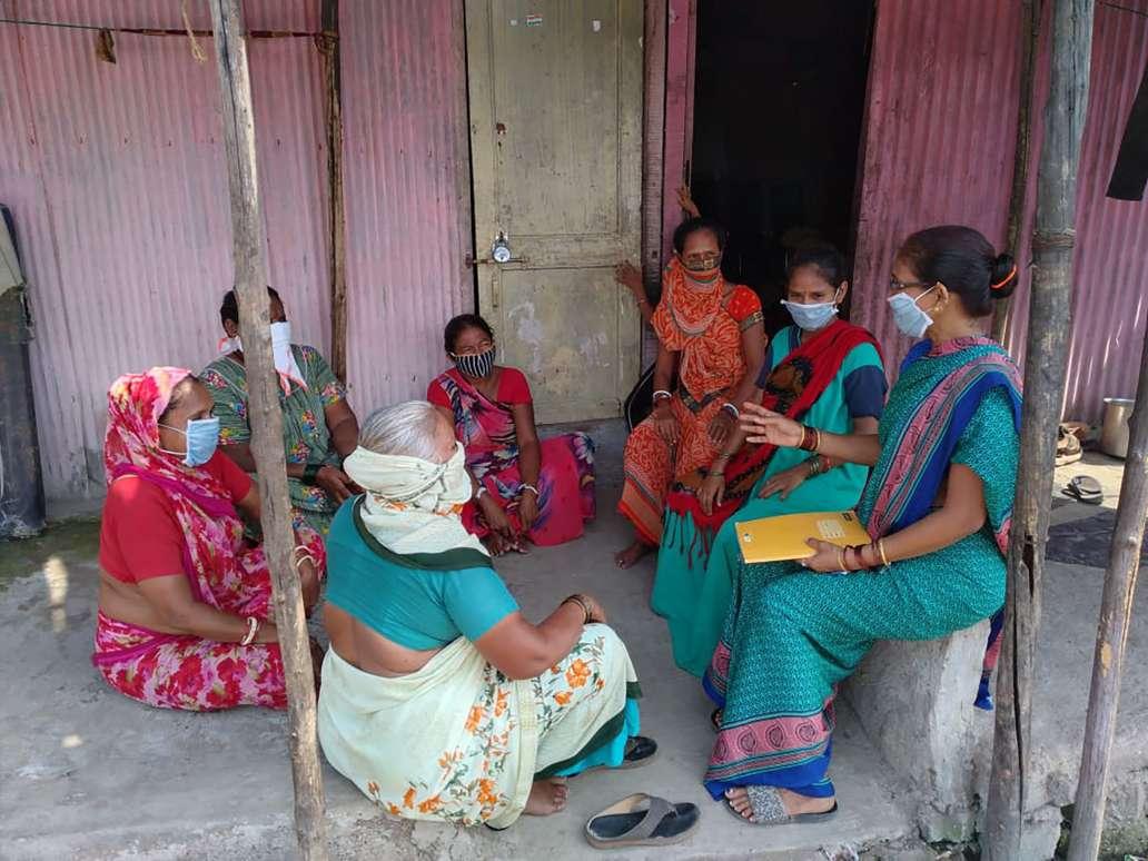 community leader interacting with slum dwellers_SNEHA