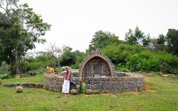 Peetagarai outside a temple