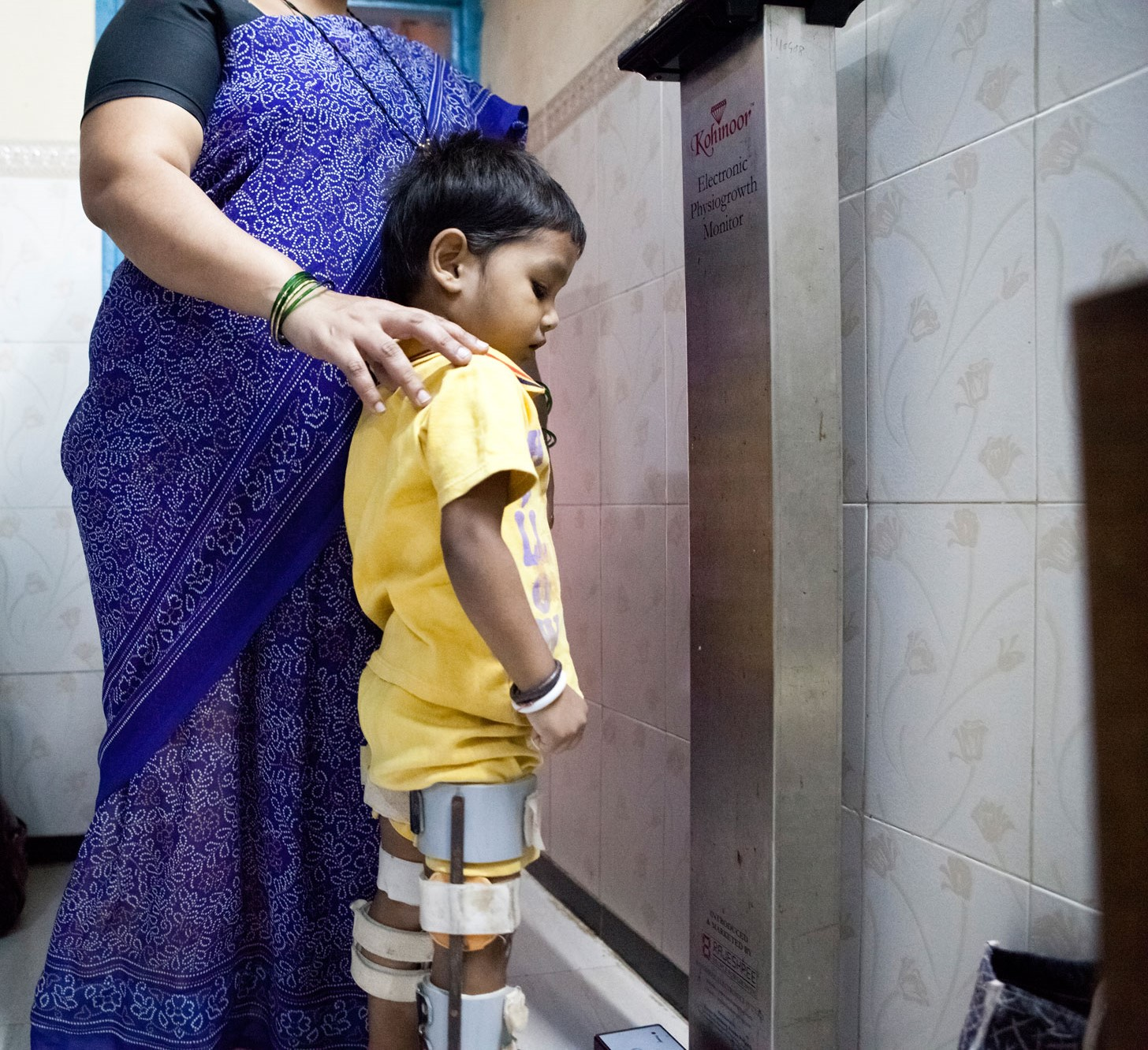 An injured child checking his height