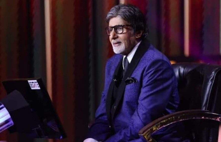 amitabh bachhan sitting on the set of KBC