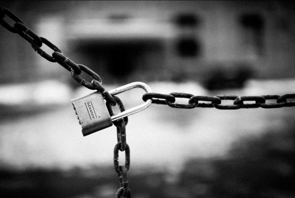 lock and chain-lockdown