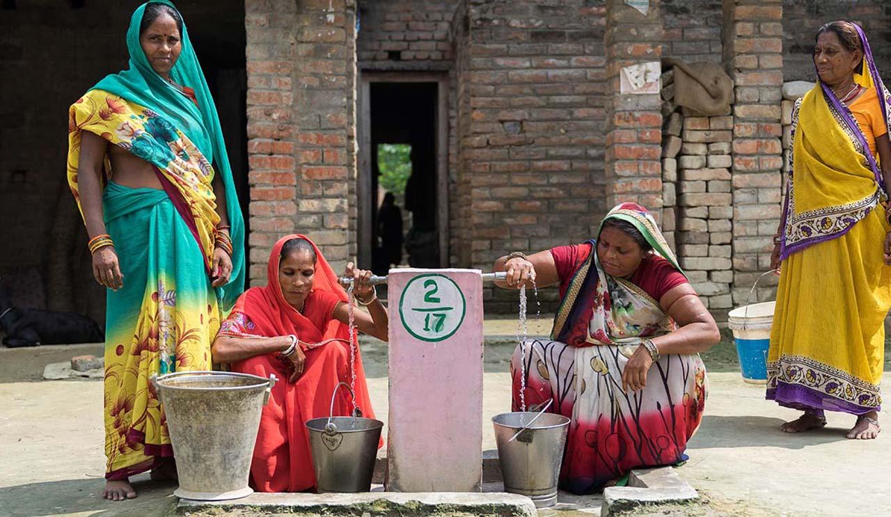 Rural Indian women using a handpump