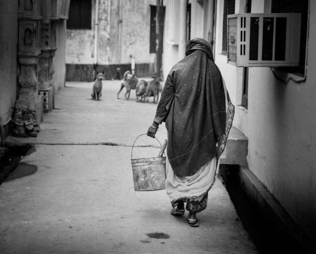 woman-manual-scavenger-sanitation