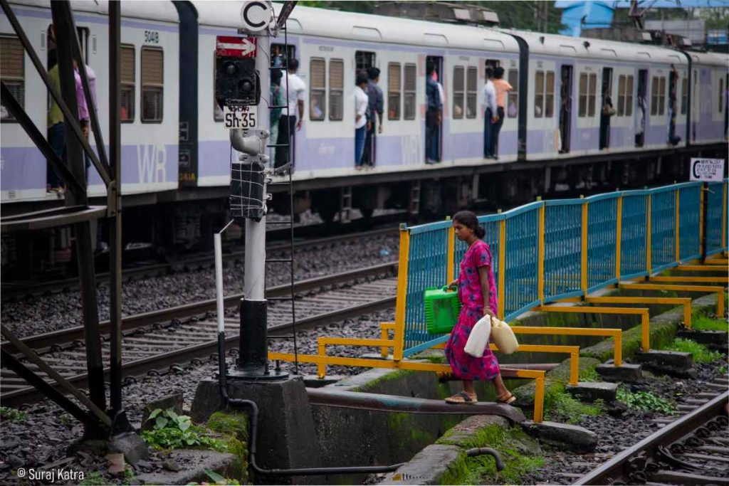 Image 4_ Woman at a train crossing at Dadar station holding cans-water for all-picture courtesy-Suraj Katra
