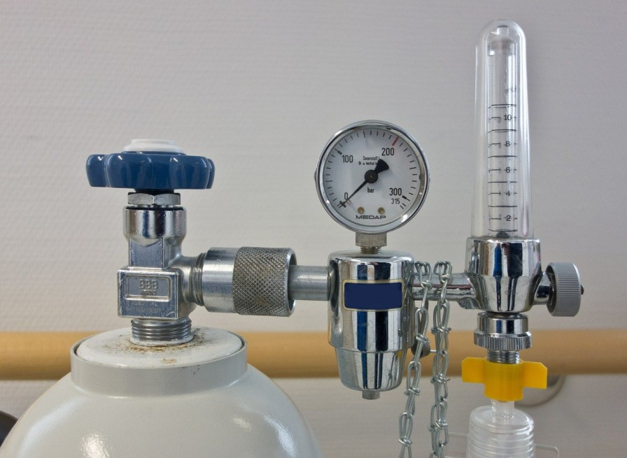 Image of an oxygen cylinder