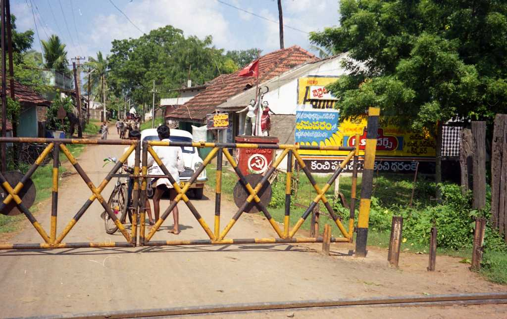 Road crossing in a village in Andhra Pradesh during COVID-19-picture courtesy-flickr